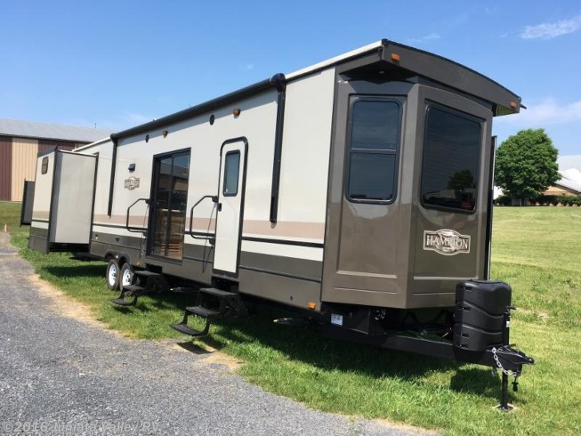RV Find of the Week: Crossroads Hampton Destination Trailer