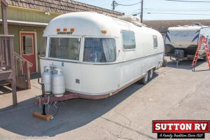 Throwback Thursday Vintage RV: 1977 Airstream 28