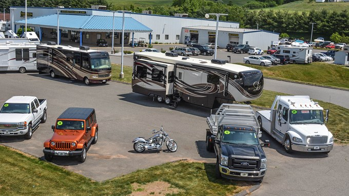 Featured Dealer: Lee's Auto and RV Ranch