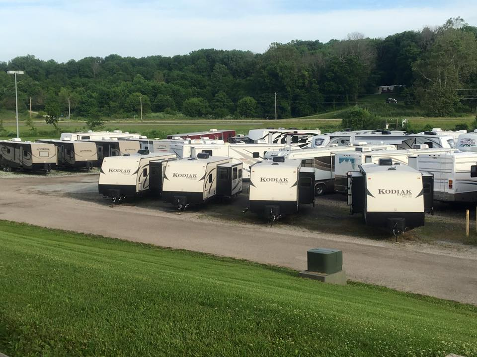 4Zs RVs lot
