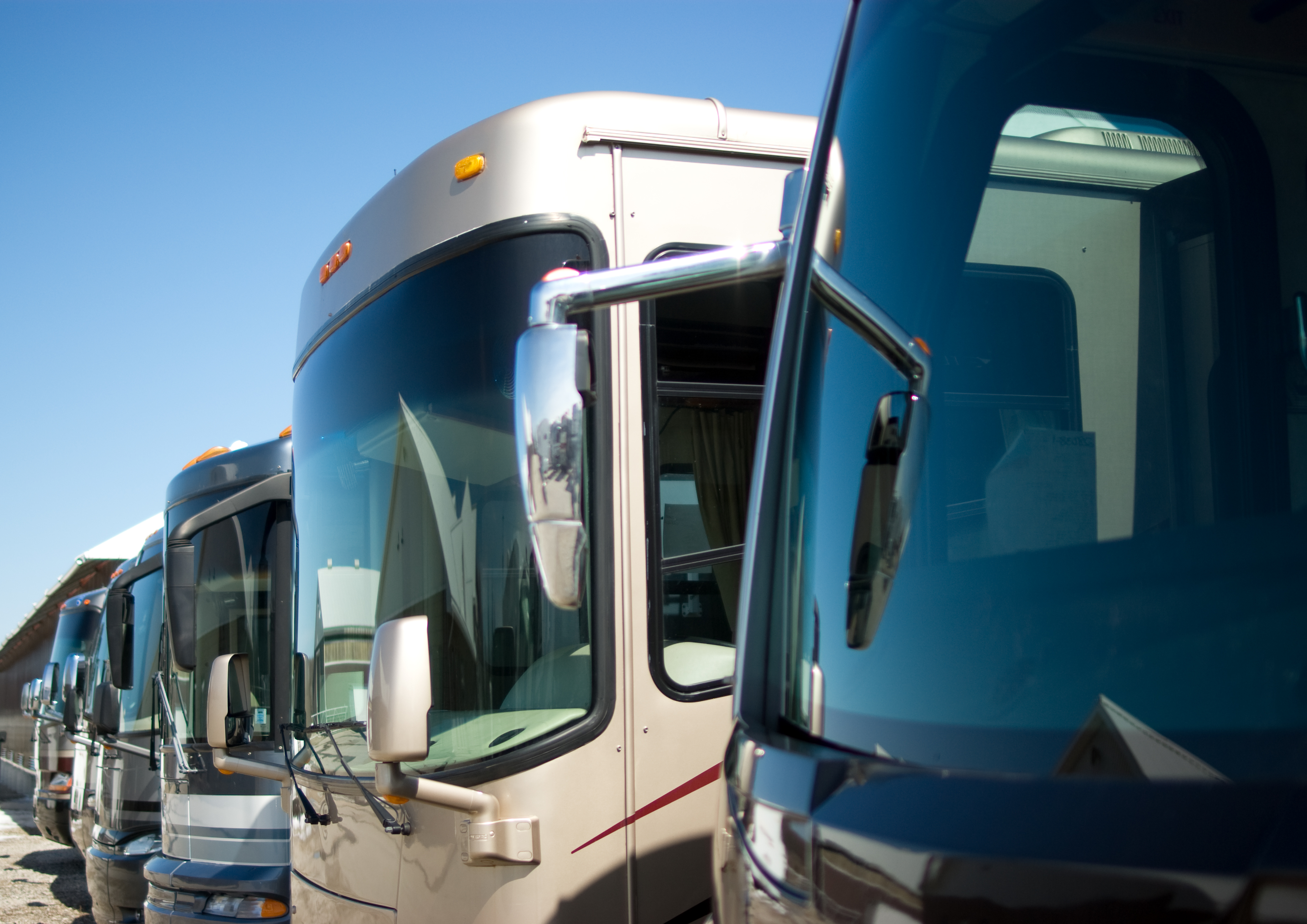 Pros and Cons of Motorhomes Vs Trailers