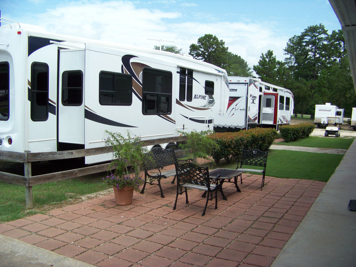 Featured Dealer: Genuine RV Store